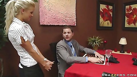 Waitress is about to get fuck uped