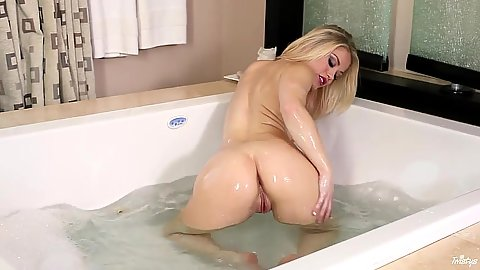 Wet and horny with warm loving chick Ash Hollywood in bath tub