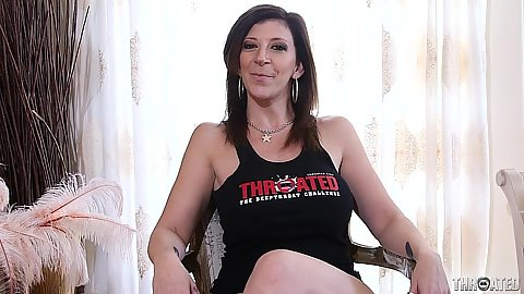 Solo milf Sara Jay comes in for deep throat contest