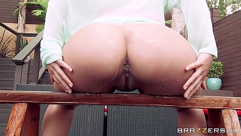 Solo latina perking up her wet booty outdoors Jynx Maze