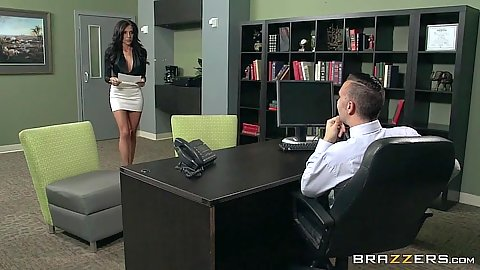 Jaclyn Taylor gorgeous office worker sucks off boss
