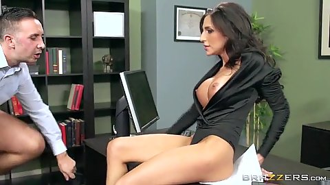 Boss needs to quickly fuck this beautiful worker Jaclyn Taylor on his desk
