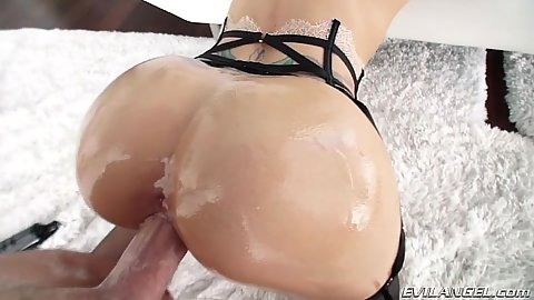 Oiled up booty pumping Jessa Rhodes from behind