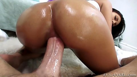 Appealing Jade Jantzen gets anal lessons with oil