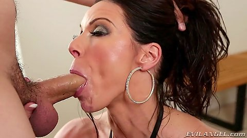 Milf blowjob with sucking some balls from overwhelming Kendra Lust