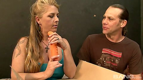 Blonde Jocelynsucks carrot then dick with hairy twat