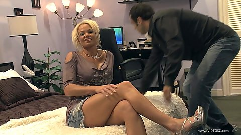 Vixen milf Rhylee Richards felt up and touched in group