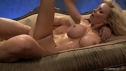 Husband enjoys a nice cuckold threesome with his wife milf Holly Sampson