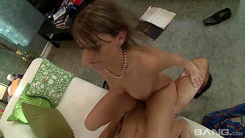 Sexy latina cock jumping hottie Lindy Lane