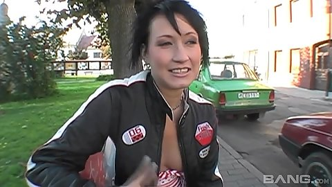 Pick up in public amateur Czech girl then going to the bushes