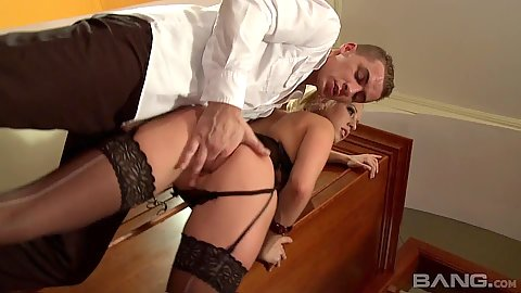 Fingering gorgeous blond ein lingerie and blowjob from Carla Cox
