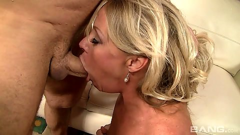 Deep throat milf Nikki Charm and reverse cowgirl sex followed by sitting on face salad tossing