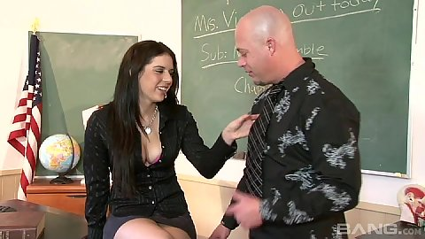 College whore Kodi Gamble stripping naked in class and giving head