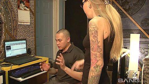 Blonde milf mom Tabitha James kneels to do fellatio