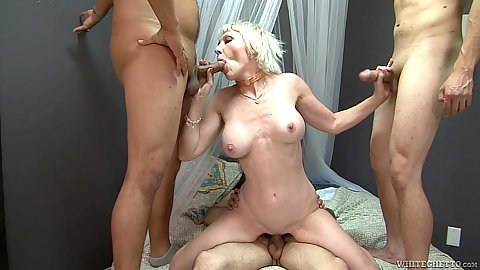Arousing cock jumping milf gang bang with mommy Dalny Marga