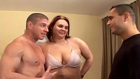 Chubby chick Samantha G sucks cock