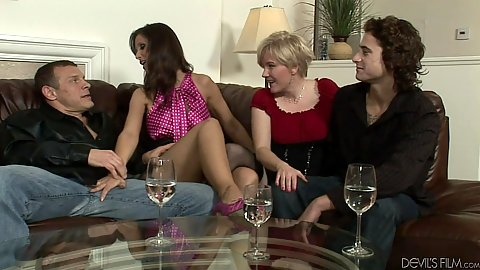 Wife swapping swingers Madeline Hunter and Syren De Mer and Kelly Taylor get down