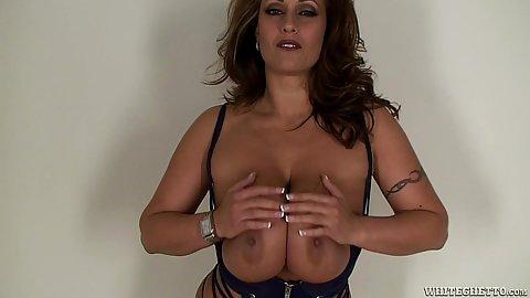 Nice boobs latina Eva Notty does juicy titty fuck