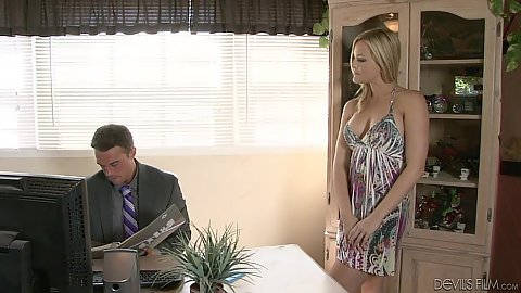 Babysitter pornstar Alexis Texas fully clothed ready for work