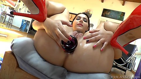 Butt plug insertion with Valentina Nappi propping her butt on a stool