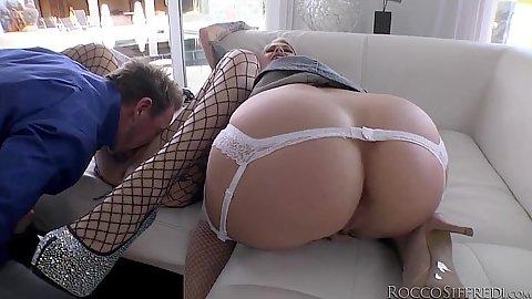 Round splendid booty with threesome Cameron Canada
