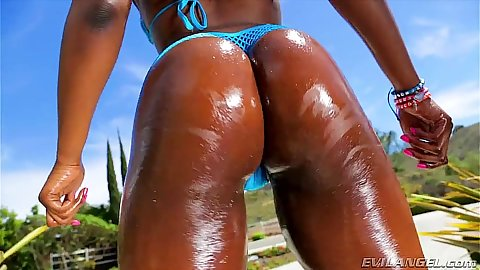 Ebony oily ass Skyler Nicole getting loved outdoors