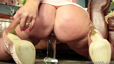 Curvy bbw casting with sitting on dildo Dee Siren