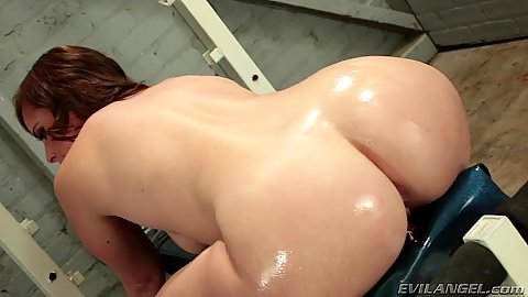 Oiled up solo butt on a gym machine with curvy casting Virgo Peridot