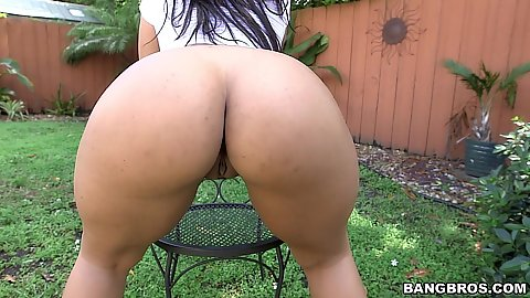 Frisky latina and her ass shaking outdoors Ava Sanchez