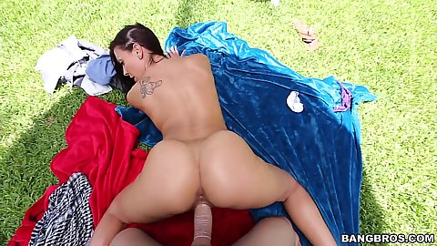 Outdoor perfectly shaped porn ass gets rammed Rachel Starr