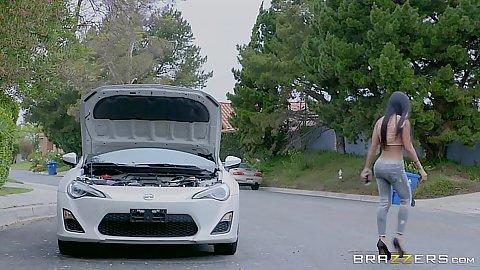 Outdoor public chick Amia Miley has a broken car