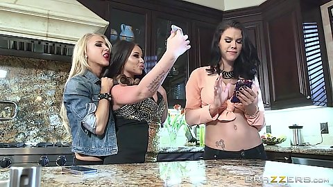 House party lesbians Rachele Richey and her friends all clothed
