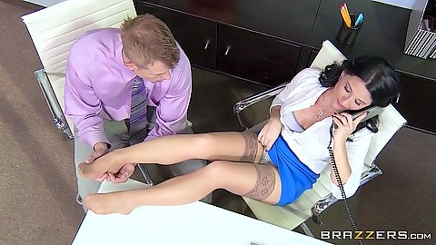 Stockings Casey Cumz having a phone conversion in office while pussy eaten