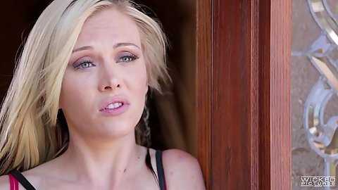 Blonde Jeanie Marie Sullivan does some fellatio