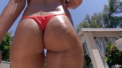 Bikini busty wet Frida Sante playing dirty in the pool