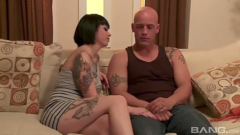 Pleasurable brunette Daisy Sparks moving into fellatio still clothed