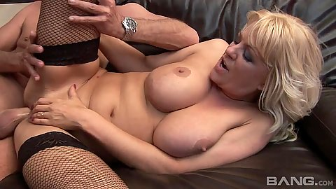 Slamming a mature milf Starr with old mans penis