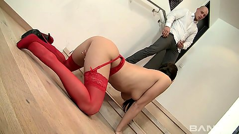 Kinky floor crawling Mia Melone sucks off dude