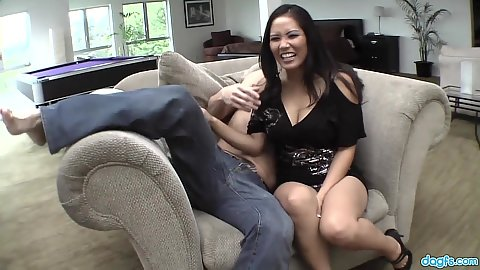 Asian smiling Jessica Bangkok fingered and pumped