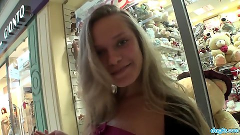 Luscious blonde amateur Willa outdoors going to the fitting room