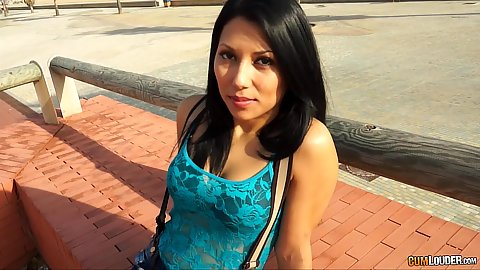 Meeting this tight body sexy shorts Valentina Sweet in public and she flashes it