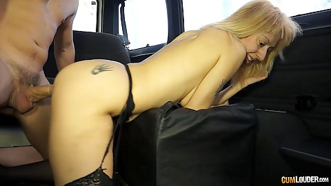Satisfying milf van fucking Mia