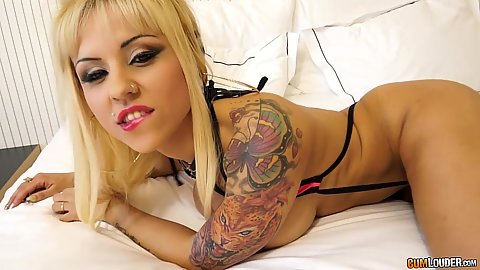 Good looking inked doll Melody Star moving into pov oral