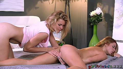 Giving lesbian girls please each other by carefully eating clit with Crissy Fox