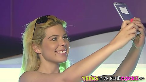 Teen Rikki Rumor taking her selfie and then going to masturbate in tanning bed