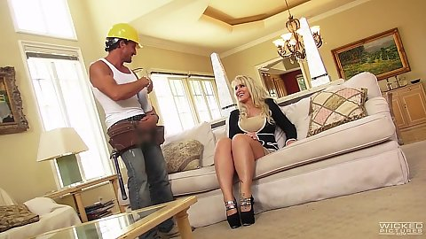 Blonde milf Ryan Conner seducing construction worker