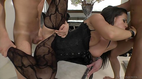 Gorgeous lingerie threesome with Athina