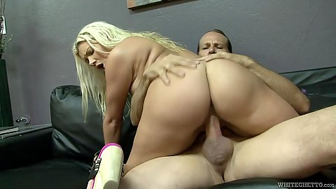Fantastic ass college amateur sex with Layla Price