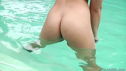 Bursty little vixen Sara Luvv solo ass showing in pool