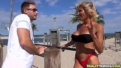 Mature outdoor public meet up with Lyla